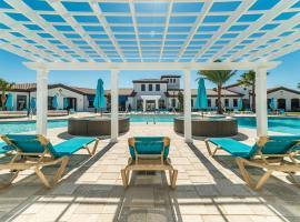Hotel Photo: Disney Villa 6Bd/5Ba for 13 sleeps pool/spa