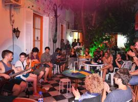 A picture of the hotel: El Viajero Downtown Hostel & suites