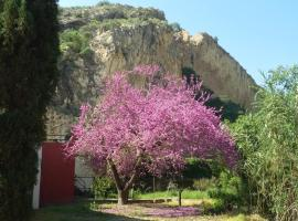 A picture of the hotel: Casa Rural el Amparo