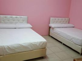 Hotel Photo: Nof 12 Aparthotel (Males Only)
