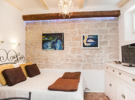 מלון צילום: Apartments Laurus
