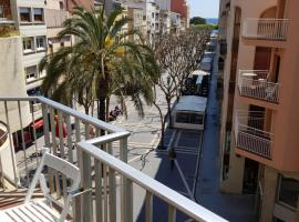 A picture of the hotel: Apartament a la Placeta de Sant Joan 19, 3r