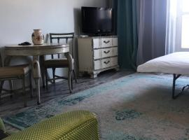 A picture of the hotel: Feel Home Apartment Horova