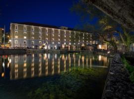 A picture of the hotel: Hydrama Grand Hotel