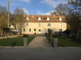 A picture of the hotel: La Villa Du Moulin de Champie - Versailles