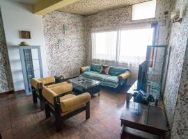 A picture of the hotel: Apartment with services in 24 de Julho