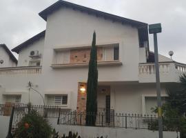 Hotel photo: Einav Holiday House