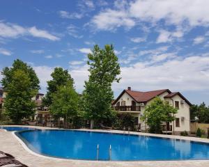 Отель Платан Resort