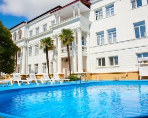 Отель Allure of the Sea