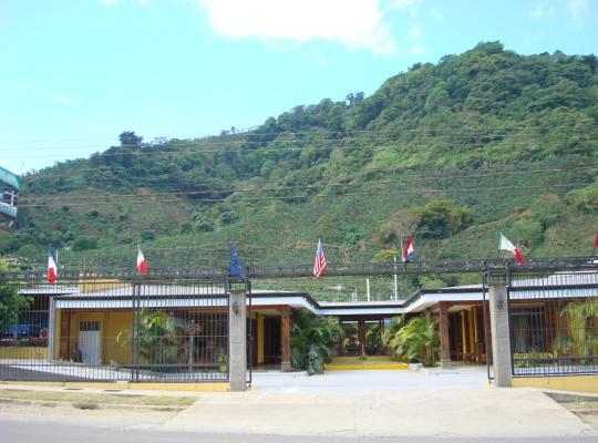 Φωτογραφίες του ξενοδοχείου: Tetey Lodge