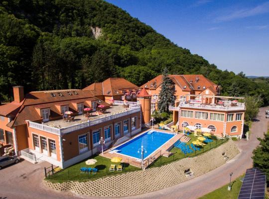 Hotel fotografií: Hotel Bellevue Esztergom