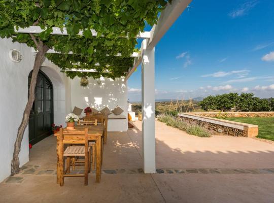 Фотографии гостиницы: Agroturismo Son Vives Menorca - Adults Only