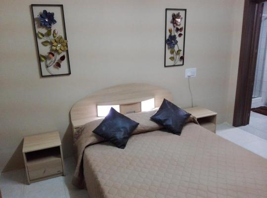 Fotos de Hotel: Luxury Semi-Basement Apartment