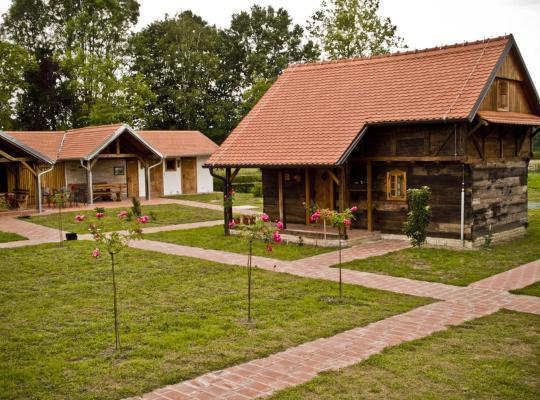 Hotel foto 's: Ekoetno Selo Strug