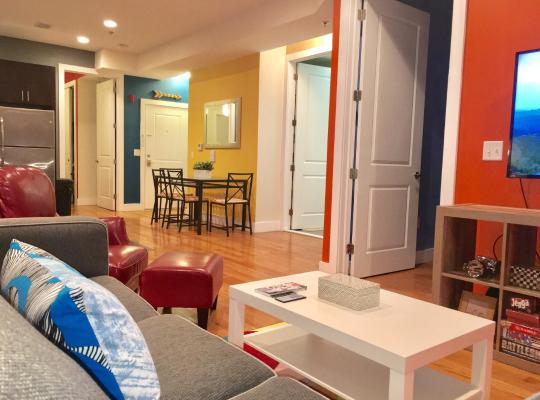 Viesnīcas bildes: NEW! STUNNING LUXURY 2 BEDROOM - NEAR NYC TRAIN