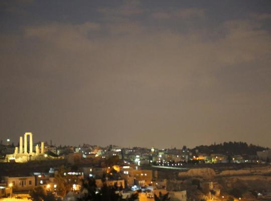 Otel fotoğrafları: Jabal Amman Hotel (Heritage House)
