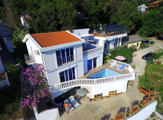 ホテルの写真: Sea View Villa Natalie