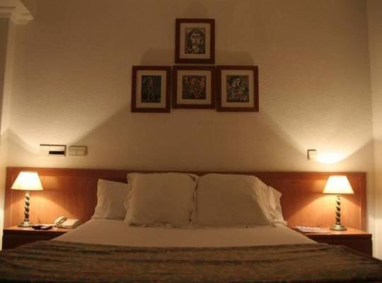 Otel fotoğrafları: Hostal Gran Via Levante