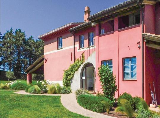 ホテルの写真: Eight-Bedroom Holiday Home in Marsciano -PG-