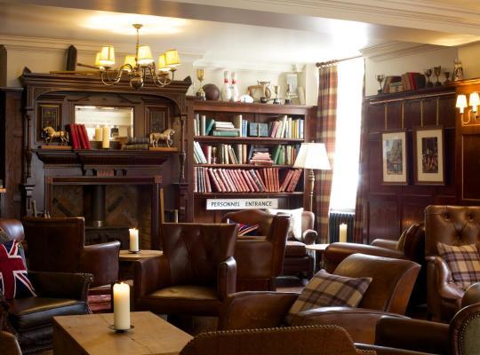 Фотографии гостиницы: Crown Hotel