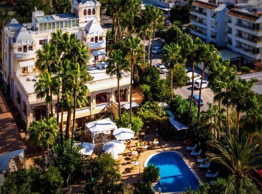 Хотел снимки: Hotel Ciutat Jardi