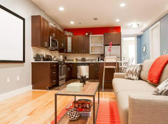 Viesnīcas bildes: STUNNING LUXURY 2 BEDROOM -- NEAR NYC TRAIN