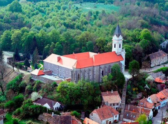 ホテルの写真: Sopron Monastery Hotel