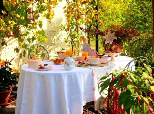 "Фотографії готелю: Chambres d'Hôtes ""Au Jardin"""