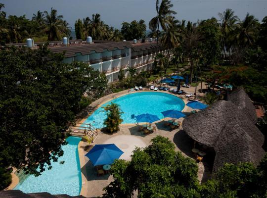 Otel fotoğrafları: Travellers Beach Hotel