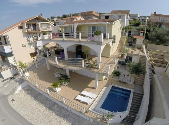 Φωτογραφίες του ξενοδοχείου: Apartments Tunjic