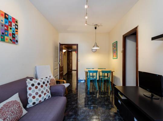Хотел снимки: Cozy flat 10 min from Plaza España!