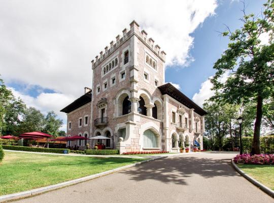 Fotos de Hotel: Castillo Del Bosque La Zoreda