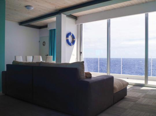 Фотографии гостиницы: Villa ALBATROS The Real First Line de Mar