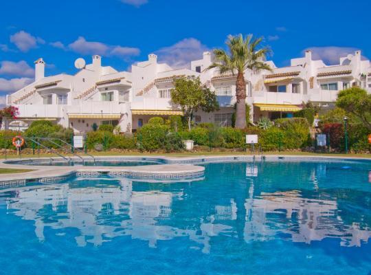 Hotel photos: Beautiful sea view townhouse in Calahonda