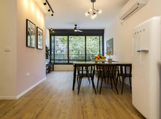 Otel fotoğrafları: Apartment in Holon for business people