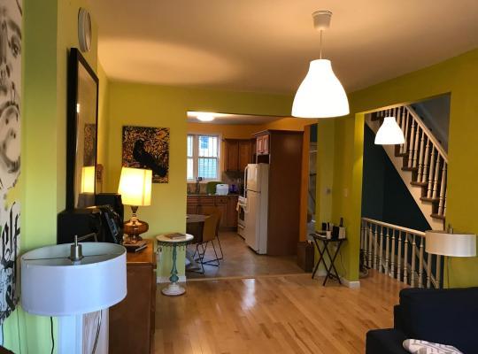 Hotel bilder: Hip and Cozy 3 BR Duplex