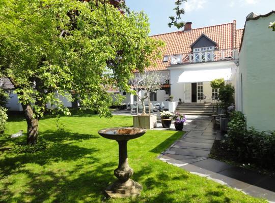 Hotel photos: B&B The Old Chestnut Tree Silkeborg
