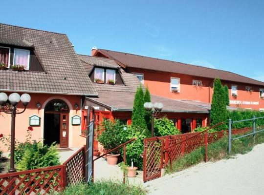 Хотел снимки: Vasmacska Panzió és Étterem