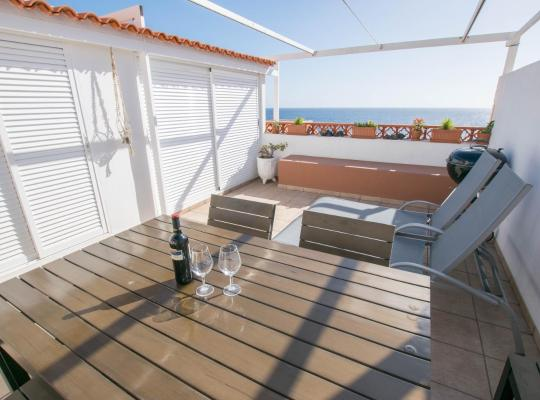 Hotel Valokuvat: Ocean Front Property with Pool, BBQ & 300MB Wifi