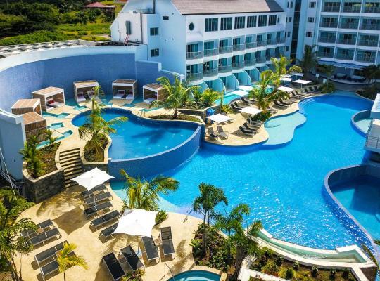 Hotel fotografií: Curio Collection by Hilton Harbor Club