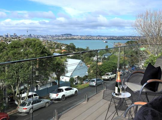 Хотел снимки: Luxury apartment on Auckland's North Shore with harbour views