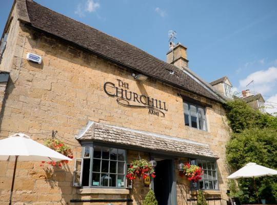 Fotografii: The Churchill Arms