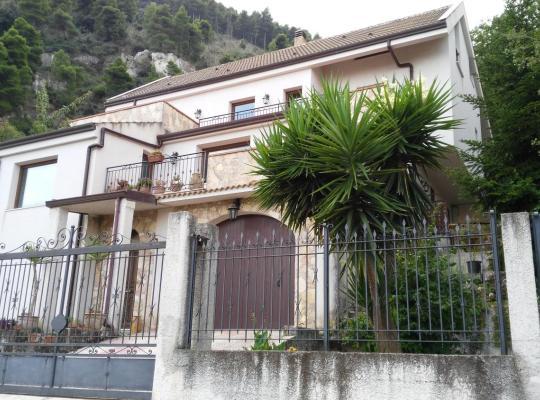 Hotel bilder: Palermo dal Bosco Moarda