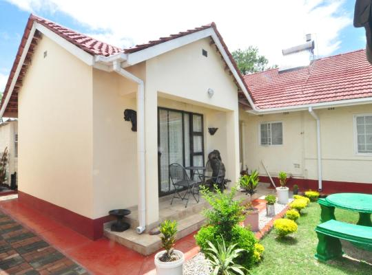 酒店照片: KwaMpofu Guest House