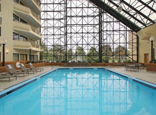 Viesnīcas bildes: DoubleTree by Hilton Hotel Newark Airport