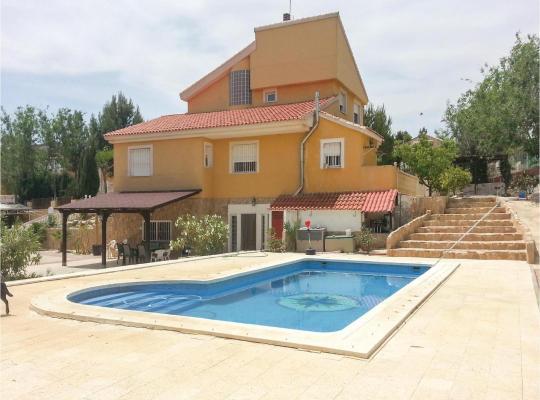Fotos do Hotel: Five-Bedroom Holiday Home in Molina de Segura