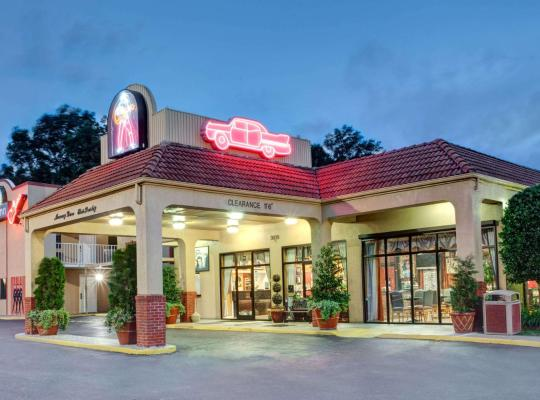 Fotos de Hotel: Days Inn by Wyndham Memphis at Graceland