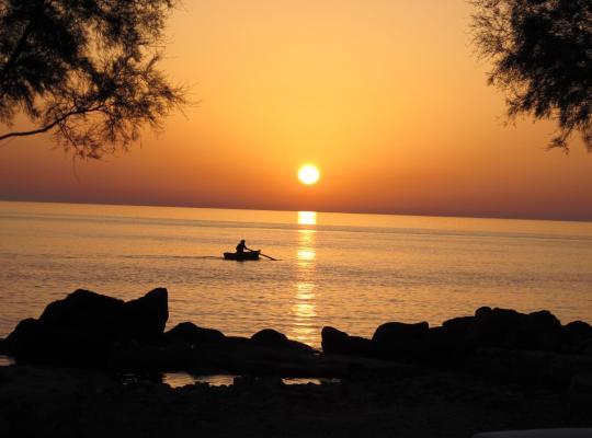 Фотографии гостиницы: Oklacà Patmos Beach Rooms