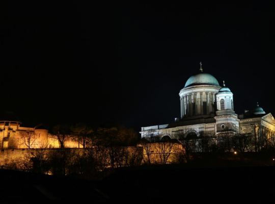 Hotellet fotos: Bazilika alatt Panzió