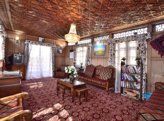 Hotel photos: Golden Hopes Group of Houseboats